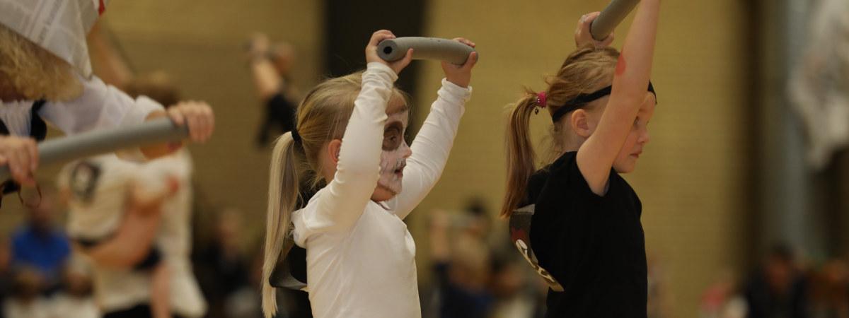 Forældre-barn gymnastikpiger
