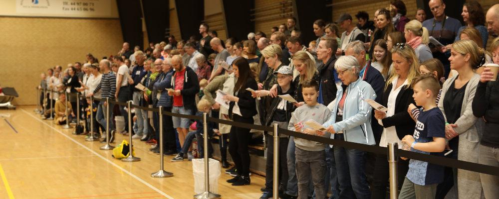 Publikum der synger Livstræet